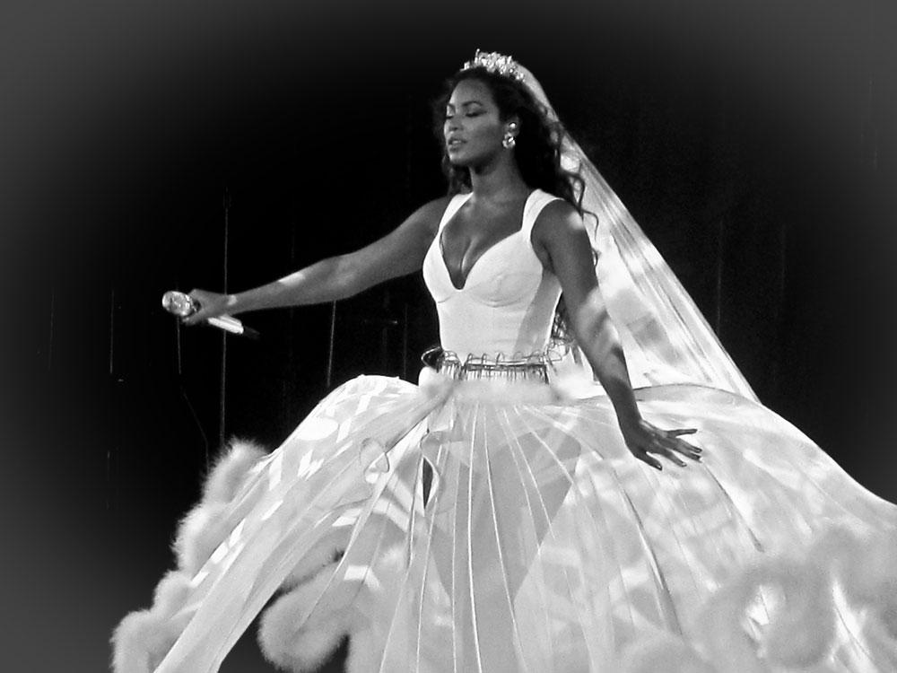 Beyonce s 2014 Wedding Dress Revealed