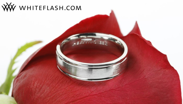 Comfort fit ridged wedding band