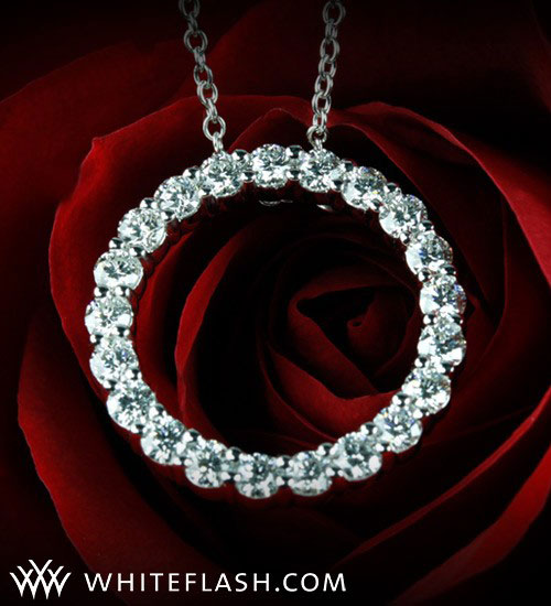 ring diamond pendant on rose