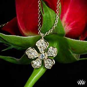 Five-Leaf-Flower-Diamond-Pendant