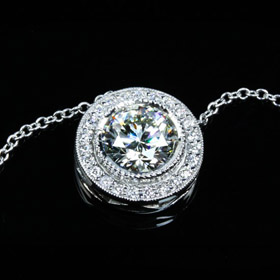 milgrain-halo-diamond-pendant