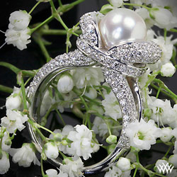 """Gaia"" Pearl and Diamond Right Hand Ring"