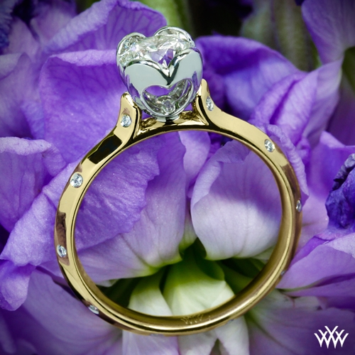 Corazon Scattered Knife-Edge Diamond Engagement Ring