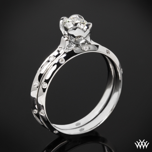 """Corazon Scattered Knife-Edge"" Diamond Wedding Set"